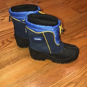 Like New Totes Snow Boots - Size 12